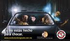 """Campanha publicitária lançada pela """"Cervecería Cuauhtémoc Moctezuma"""" (México, 2010) para estimular o consumo consciente de bebidas alcoólicas por condutores de autos, com o moto """"Tú no estás hecho para Chocar"""". (Mais informações: http://www.expoknews.com/2010/09/09/ccm-presenta-su-nueva-campana-publicitaria-de-conductor-designado/). Palavras-chave: Alcohol. Responsabilidade. Trânsito. Metáfora. Linguagem não verbal."""