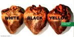 """Propaganda clássica da marca Benetton, mostrando três corações iguais, com as legendas """"branco"""", """"negro"""" e """"amarelo"""". Palavras-chave: Roupa. Trocadilho. Interpretação. Preconceito."""